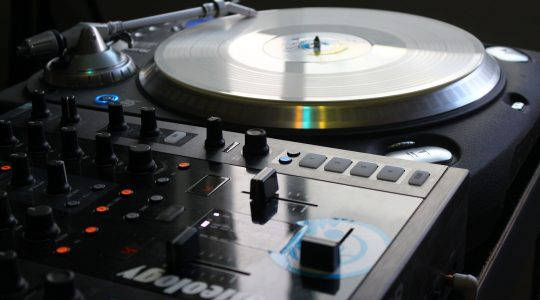 Are DJ Turntables Good For Listening?